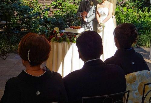 結婚式 新郎の母親の服装は?